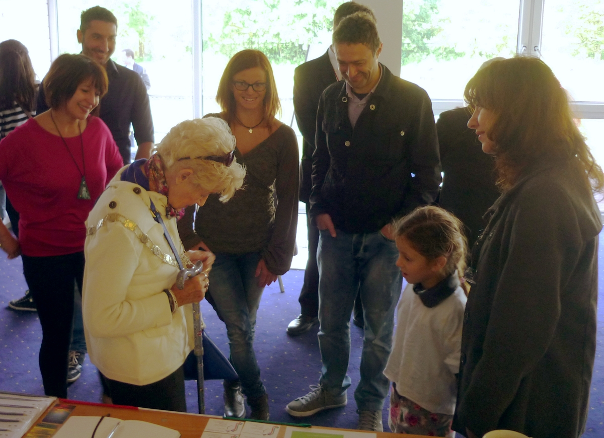 The Deputy Mayor – Councillor Mary Clark, Clara Fruggeri, Maria Celluzzi and some others visitors.